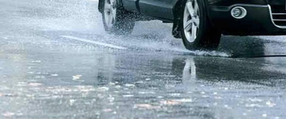Consejos de CNAE para conducir bajo una tormenta de verano